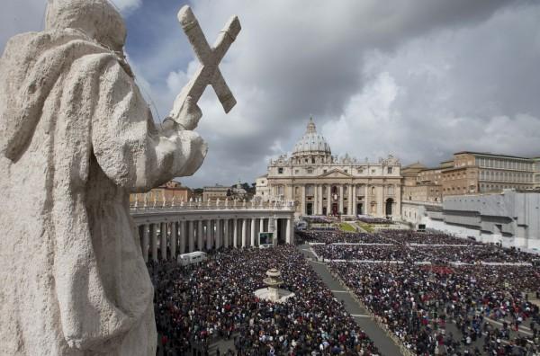APTOPIX Vatican Pope Easter