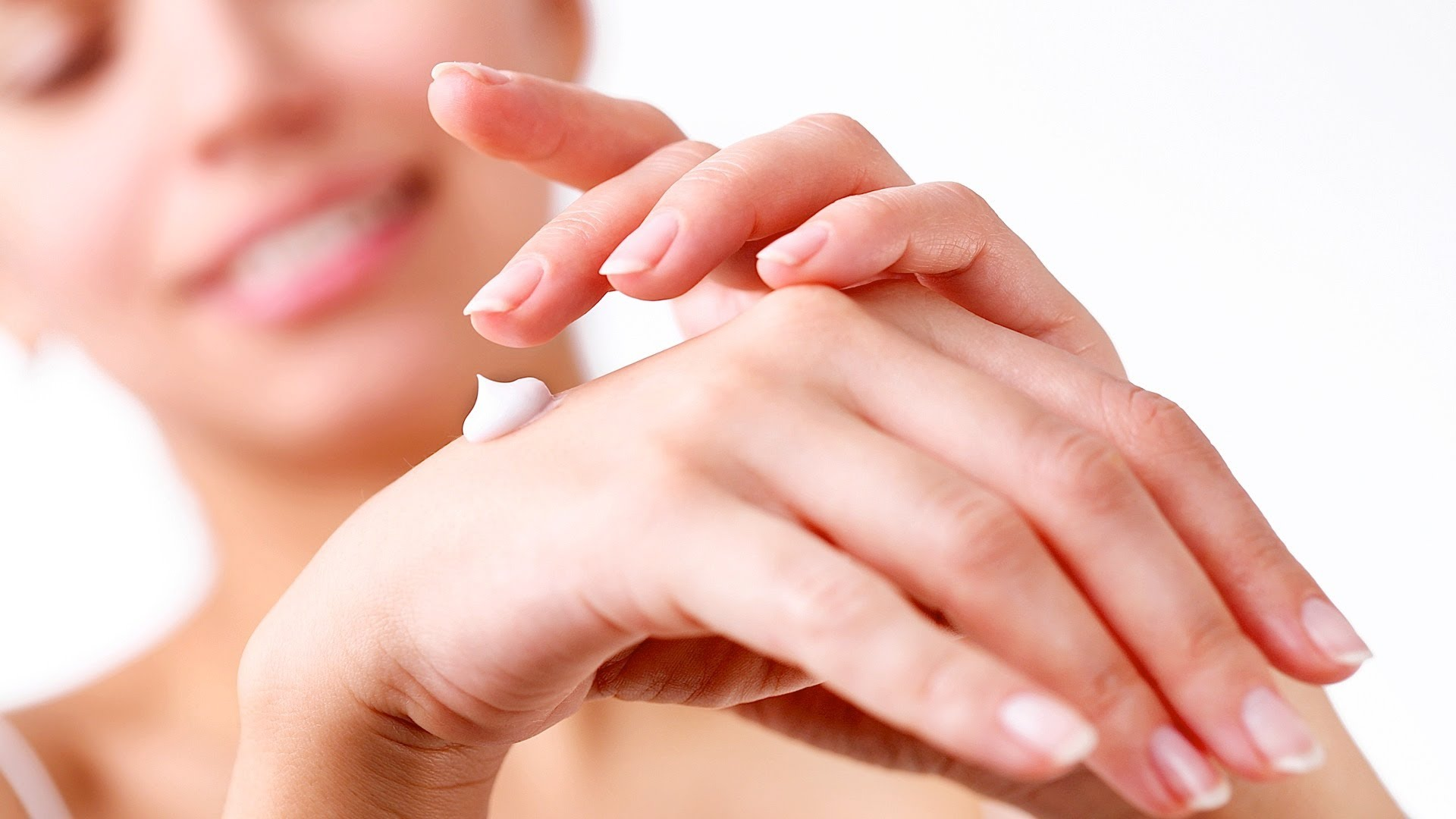 How to Take Care of Your Hands and Nails in the Cold Season